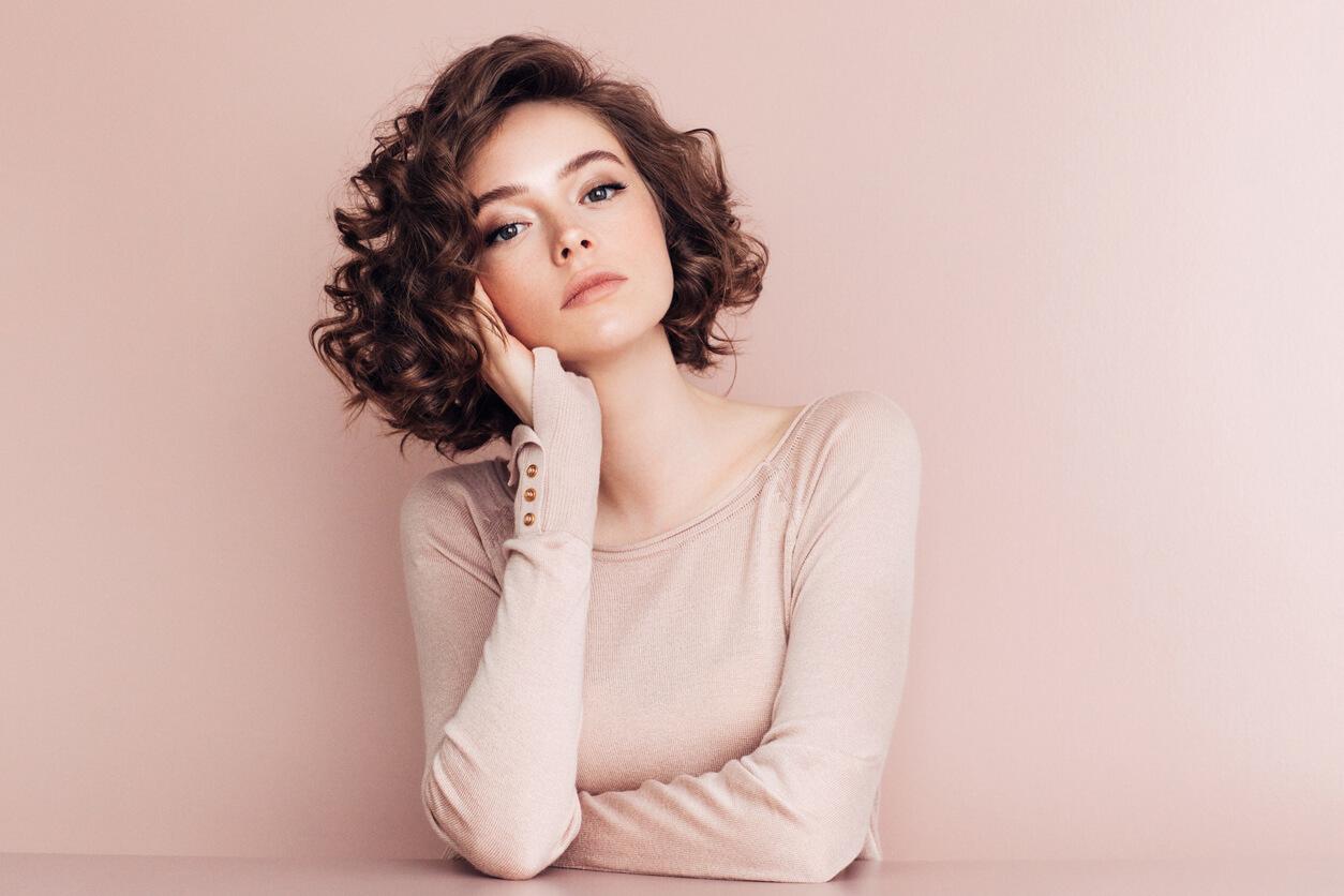 Proste lub kręcone – propozycje stylizacji włosów